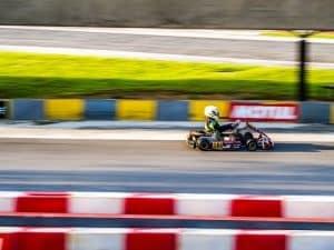 pilote de kart sur piste